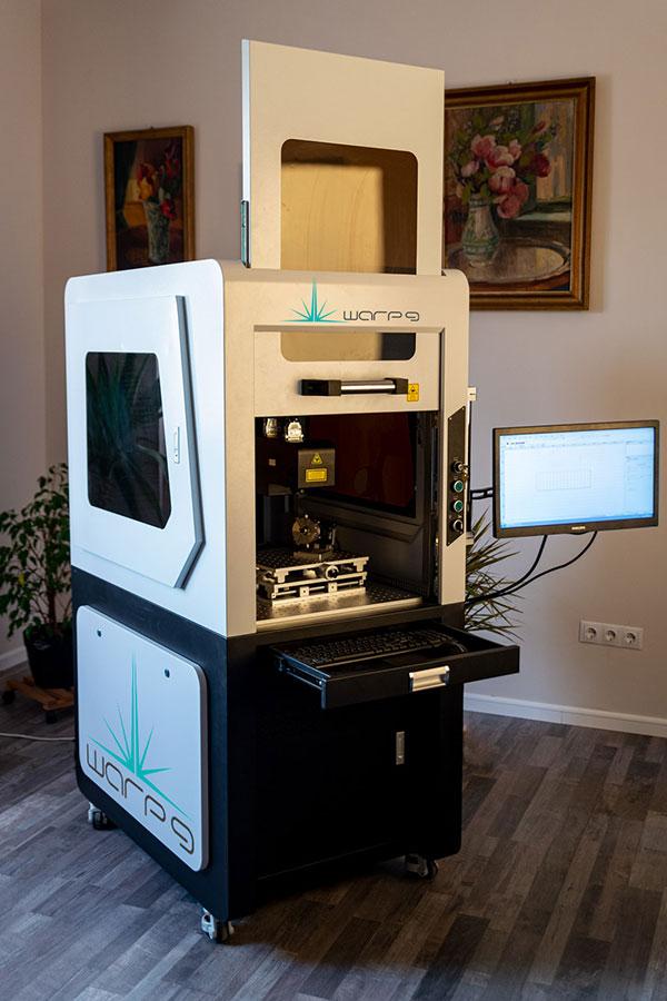 Maşina de gravat laser fibră WARP 9